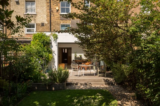 Thumbnail Triplex to rent in Farleigh Road, London