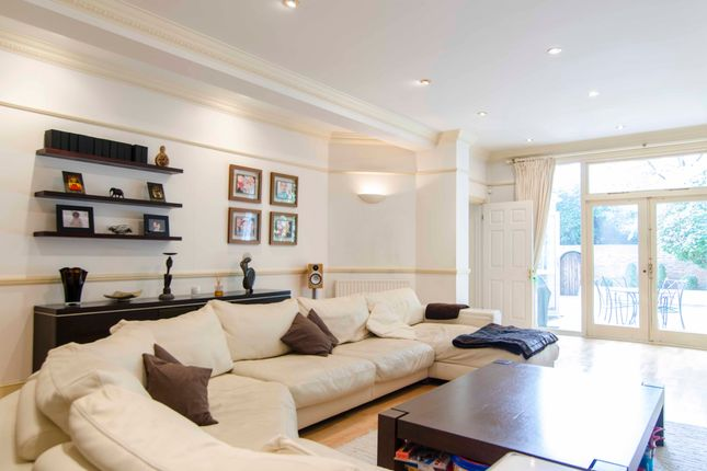 Thumbnail Flat for sale in Langland Gardens, London