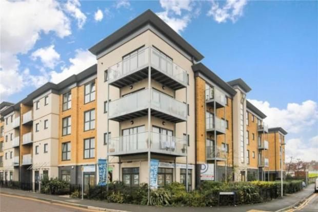 2 bed flat to rent in Regent House, Strood, Rochester, Kent ME2