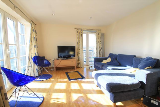 2 bed flat for sale in Magretian Place, Cardiff