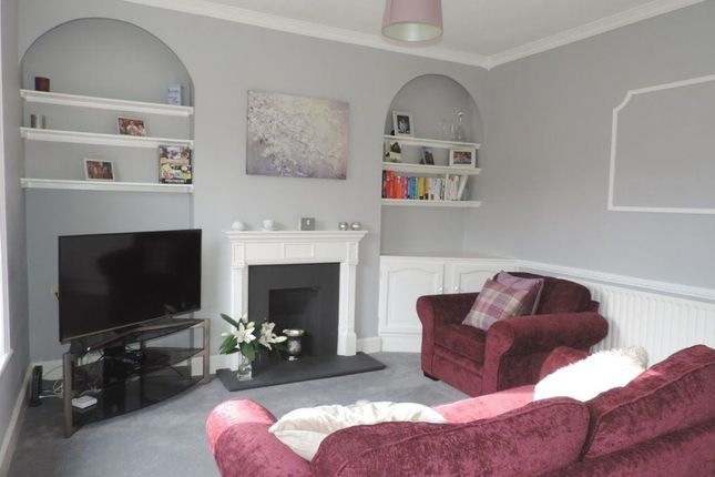 Thumbnail Maisonette to rent in Manor Road, Guildford