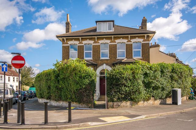 Thumbnail Flat to rent in Oval Road, Croydon