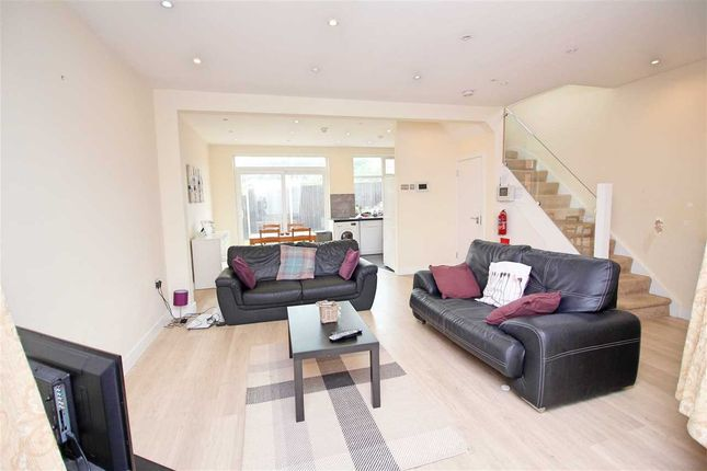 Lounge of Maxwelton Close, Millhill, London NW7