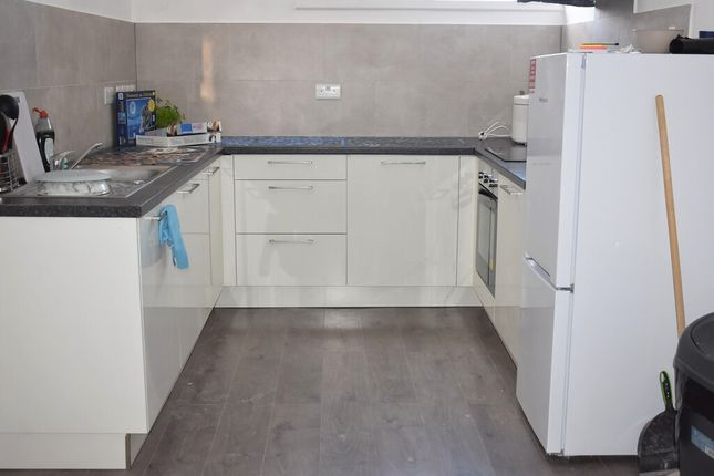 2 bed flat to rent in Hendford, Yeovil BA20
