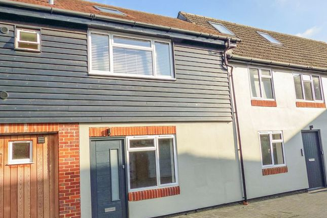 Thumbnail Flat for sale in Little Marlow Road, Marlow