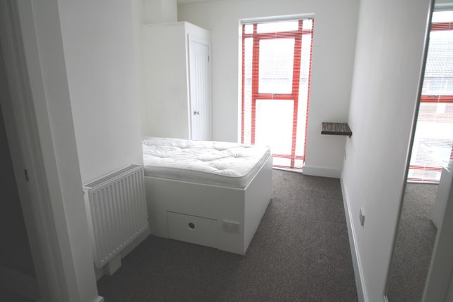 Thumbnail Room to rent in Southern Court, South Street, Caversham, Reading, Berkshire