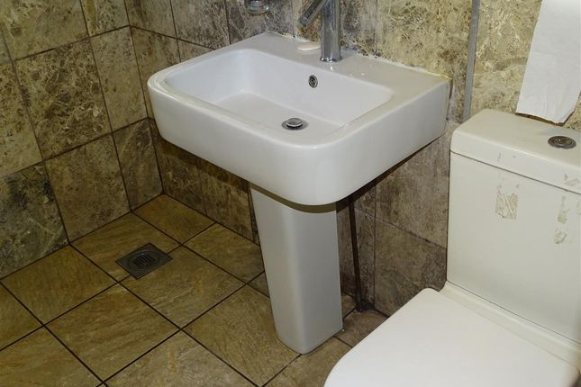 Bathroom of Dane Road, Luton LU3