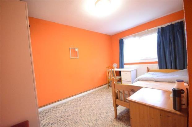 Bedroom of Strathy Close, Reading, Berkshire RG30