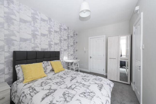 Thumbnail Room to rent in Milton Road, Swindon