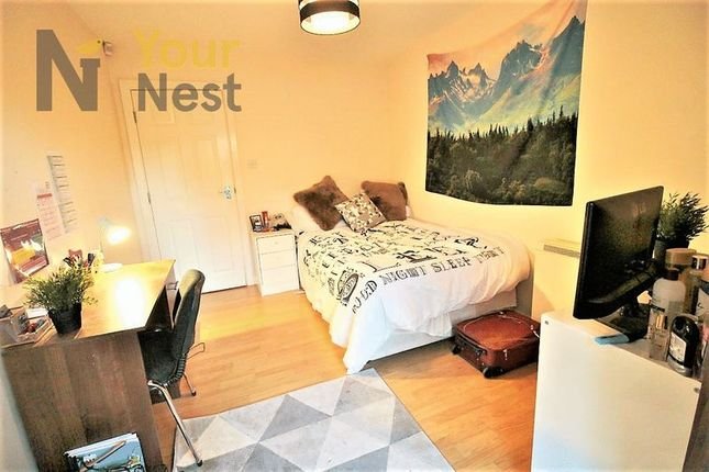 Thumbnail Flat to rent in Flat 1, Cardigan Road, Hyde Park