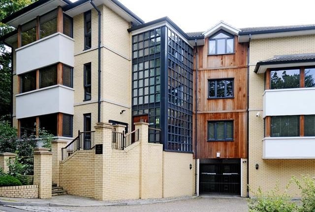 Thumbnail Flat to rent in Old Hill, Chislehurst