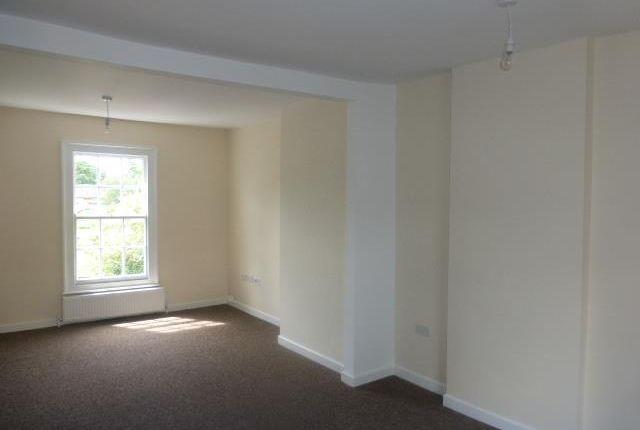 2 bed flat to rent in High Street, Deanshanger, Milton Keynes