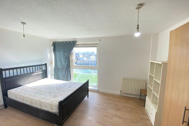 3 bed maisonette to rent in Whitehall Street, London N17