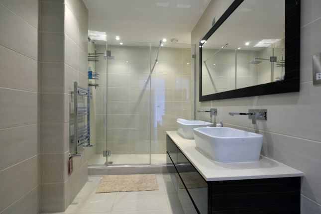 Bathroom-2-145 of Hodford Road, London NW11