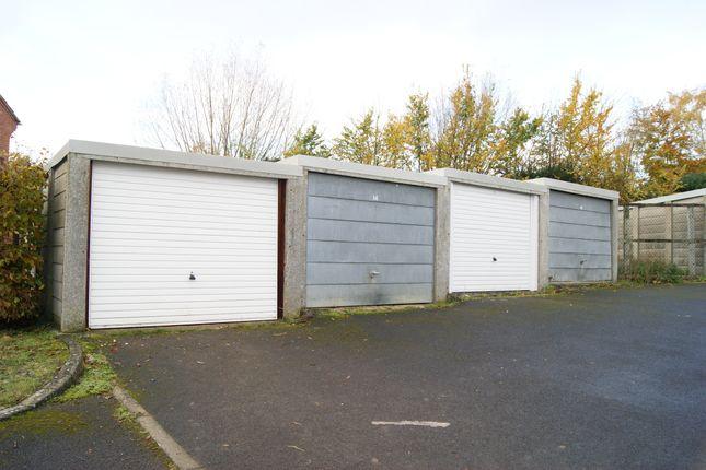 R043 Garages 13-16