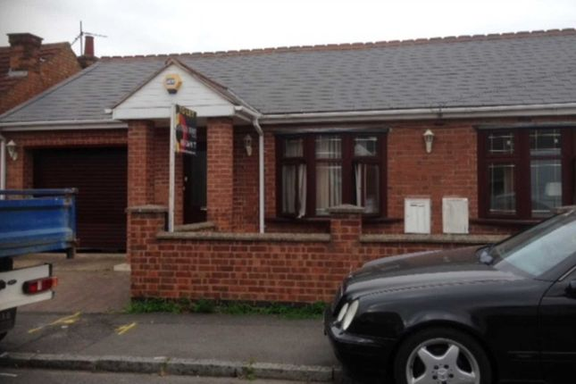 Thumbnail Semi-detached house to rent in Hardys Avenue, Leicester