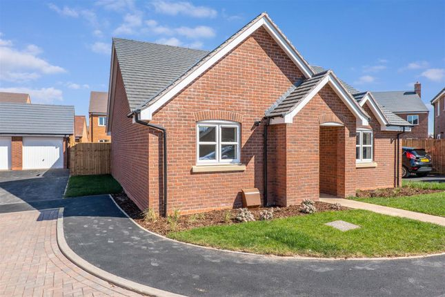 2 bed detached bungalow for sale in Friday Furlong, Waterloo Road, Bidford-On-Avon, Alcester B50