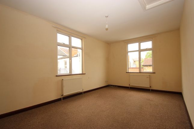 Thumbnail Flat to rent in Brightwell Avenue, Westcliff-On-Sea