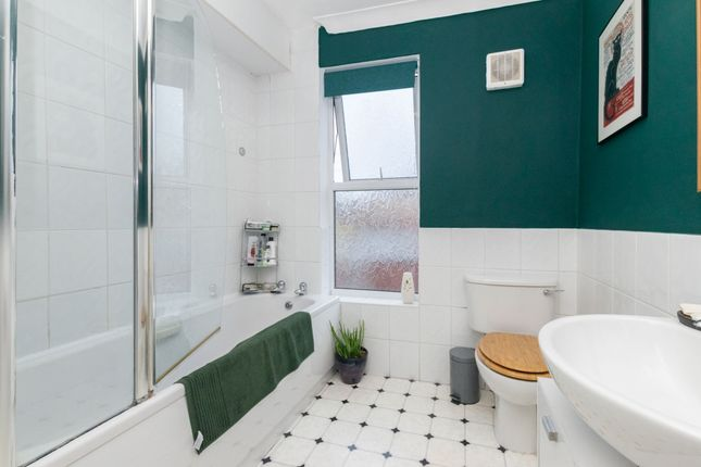 Bathroom of Kepler Terrace, Leeds LS8