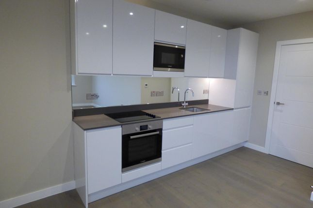 2 bed flat to rent in Broadway House, High Street BR1
