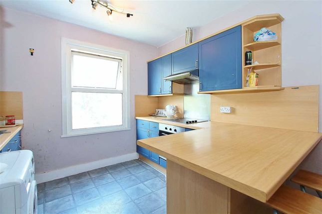Thumbnail Flat for sale in Woodland Road, Arnos Grove, London