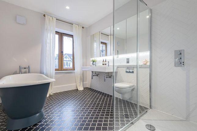 Bathroom of Victoria Avenue, London N3