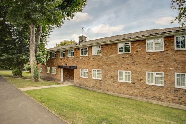 Thumbnail Flat for sale in Rectory Way, Amersham