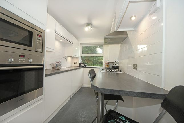 2 bed flat to rent in Kent Avenue, London