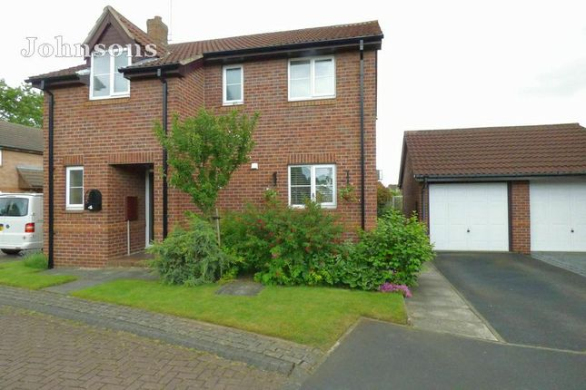 Thumbnail Detached house for sale in Pasture Close, Armthorpe, Doncaster.