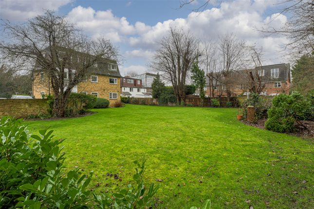 Communal+Gardens of Portsmouth Road, Thames Ditton KT7