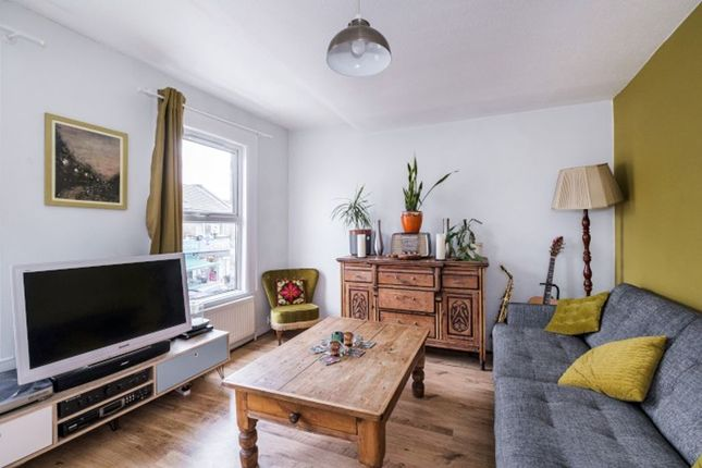 2 bed flat for sale in Cann Hall Road, London E11
