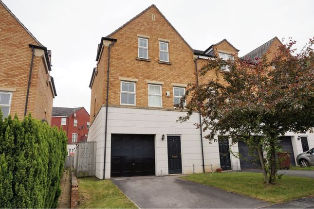 Thumbnail Town house to rent in Charnley Drive, Leeds