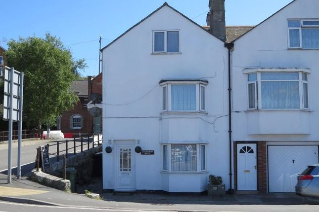 3 bed property to rent in North Quay, Weymouth DT4