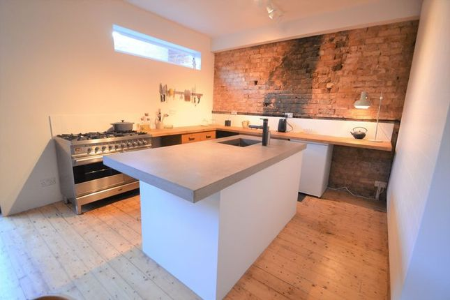 Thumbnail Semi-detached house to rent in Longmead Road, Salford