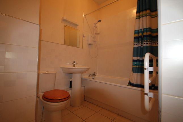Bathroom of Sir Thomas Street, Liverpool L1