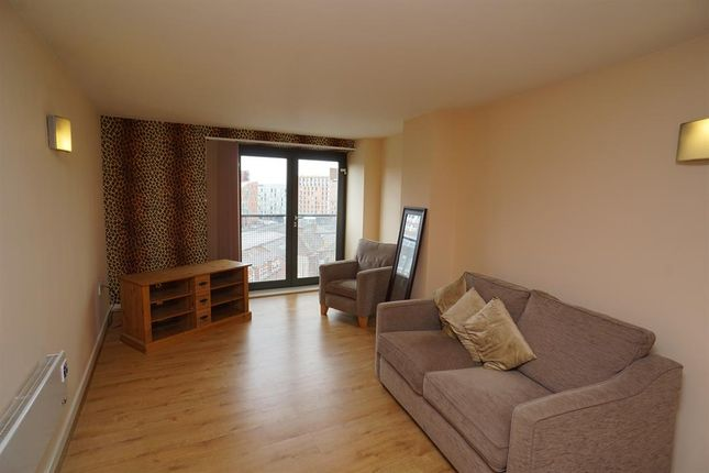 2 bedroom flat to rent in West Street, Sheffield