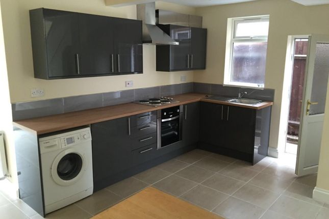 Thumbnail Semi-detached house to rent in Raeburn Road, Leicester