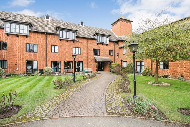 Thumbnail Flat for sale in Farley Court, Hampshire