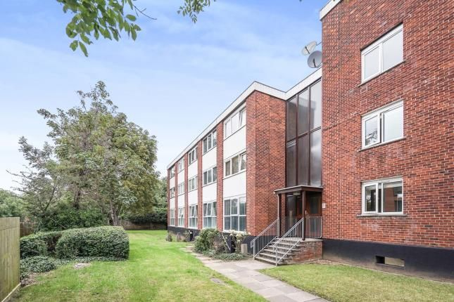 Thumbnail Flat for sale in North Street, Hornchurch, London