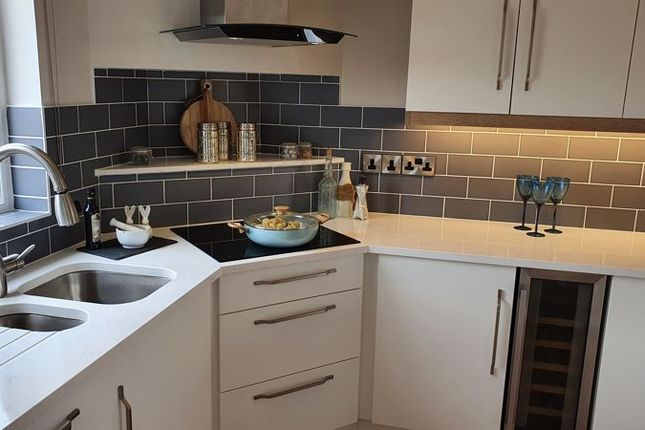 2 bed mobile/park home for sale in The Ribstons, Orchard Park, Twigworth, Gloucester GL2