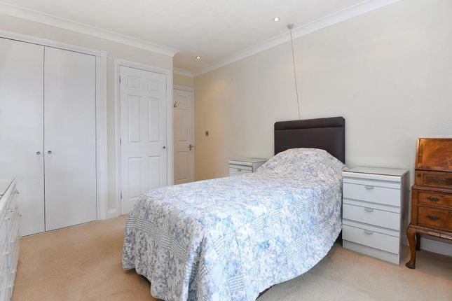 Master Bedroom of Henley-On-Thames, Oxfordshire RG9