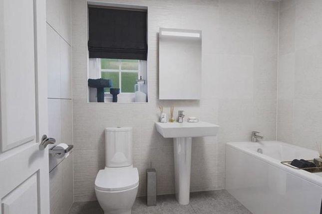 Inside View 4 Bed Kirkdale Main Bathroom