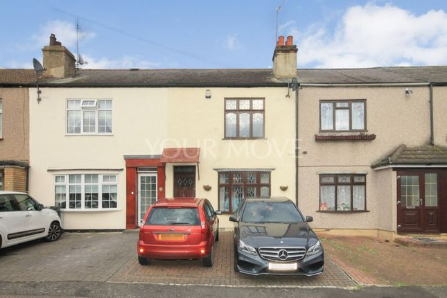 3 bed terraced house to rent in Aveley Road, Romford RM1
