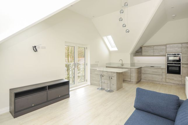 2 bed flat to rent in Beauchief Grove, Sheffield S7