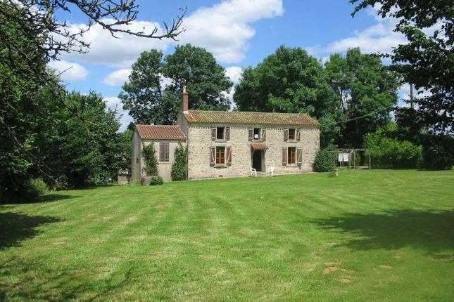 4 bed detached house for sale in 85390, Thouarsais-Bouildroux, La Châtaigneraie, Fontenay-Le-Comte, Vendée, Loire, France