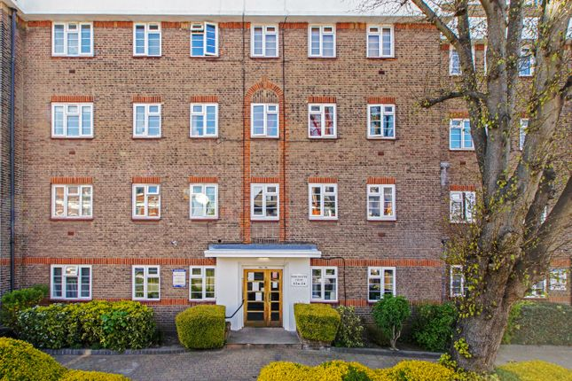 Thumbnail Flat for sale in Dorchester Court, Colney Hatch Lane, Muswell Hill