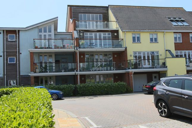 Thumbnail Flat to rent in Henrietta Chase, Chatham, Kent