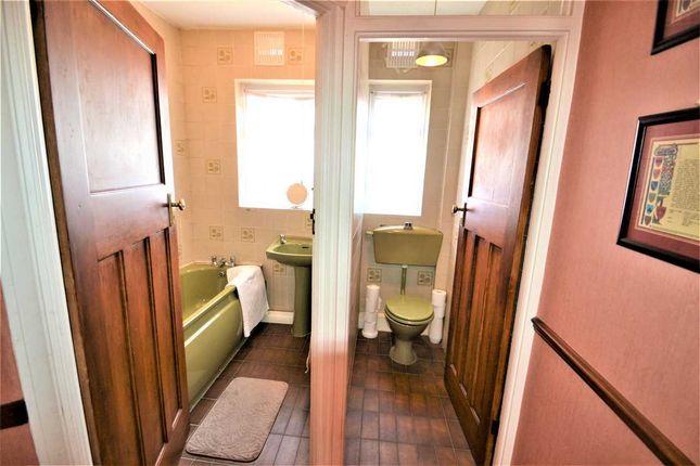 Bath - WC of Westminster Gardens, Barkingside, Ilford IG6