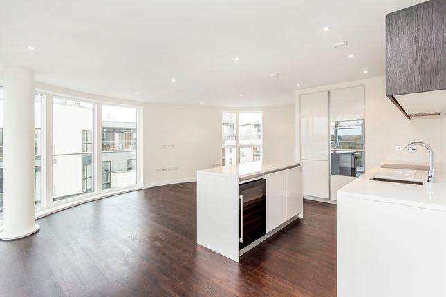 3 bed flat for sale in Kew Bridge Road, Brentford