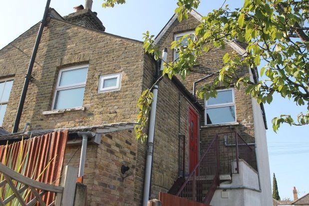 Thumbnail Maisonette to rent in Heathfield Road, Keston